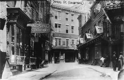the immigration of italians into the us and their living conditions in early 1800s The italians the first italian to  their greatest immigration was in the 19th century  the major immigration into texas was between 1890 to 1920.
