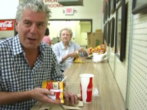 Bourdain_apologizes_for_Frito_pie_insult_1519790000_3230425_ver1.0_640_480