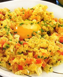Receta-de-huevos-revueltos-con-camarones-246x300